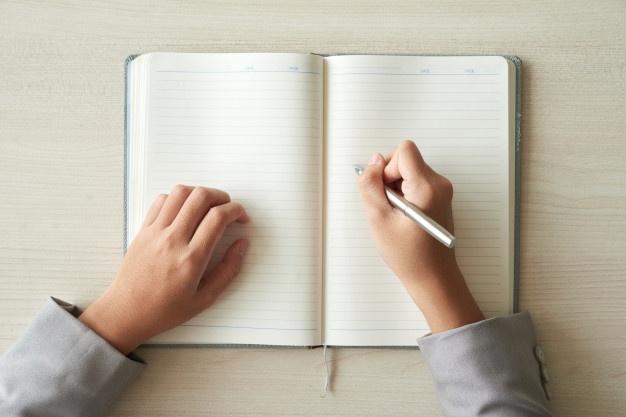 Viết nhật ký giúp bạn sau một sự kiện đau buồn - Nguồn ảnh: Freepick. Chỉnh sửa: undertrees.net