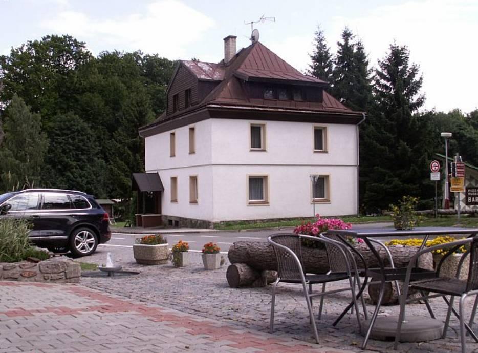Location: Lesní dům