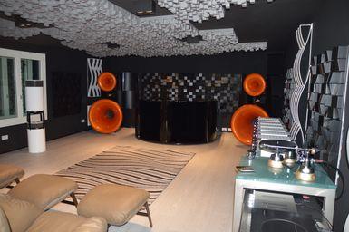 Luxury Listening Room Italy Exhibo Multifuser_Varibass_Flexiwave_VicTotem 2019_1.JPG