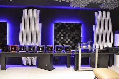 Luxury Listening Room Italy Exhibo Multifuser_Varibass_Flexiwave_VicTotem 2019_22.JPG