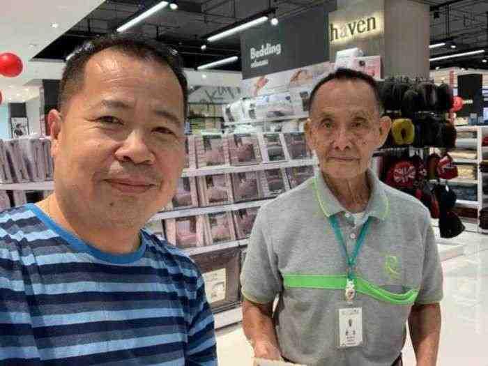 Kisah Haru Mantan CEO yang Kini Menjadi Sales di Mall