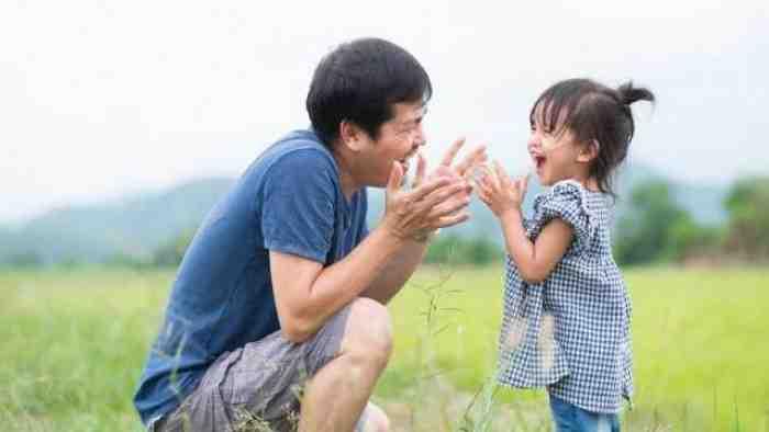 Jangan Baper Bun, Kalau Anak Lebih Suka Bermain dengan Ayah, ini Alasannya