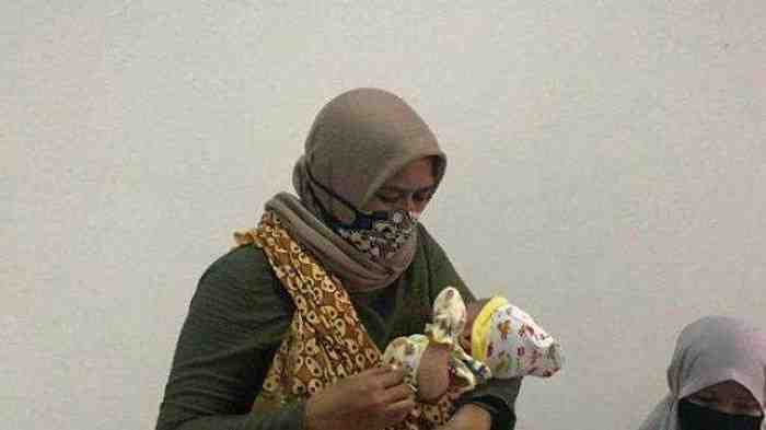 Usai Suntik Vaksin, Bayi di Samarinda ini Menangis Darah