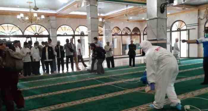 3 Orang Positif Corona, 300 Jamaah Terpaksa Dikarantina di Masjid Jakbar
