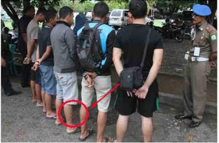 Tak Hanya Wanita, Lelaki Juga Dilarang Pakai Celana Pendek?