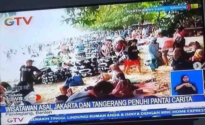 Tak Peduli Corona, Wisatawan Jakarta Penuhi Pantai Carita Banten
