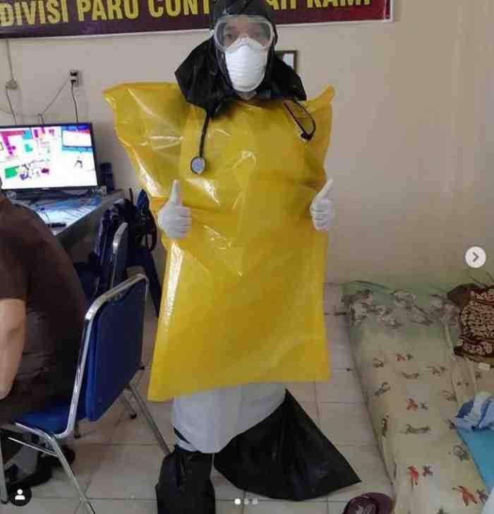 Viral, 7 Potret Miris APD Dokter yang Menangani COVID-19