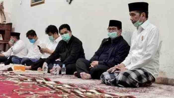 Jokowi Minta Menteri Tak Melayat, Warga Dihimbau Jaga Jarak di Pemakaman