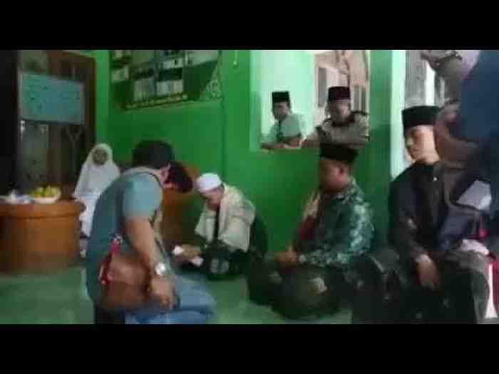 Anak di DO dari Ponpes Wali Santri ini Marahi Kyai, Buah Tidak Jatuh Jauh dari Pohonnya?