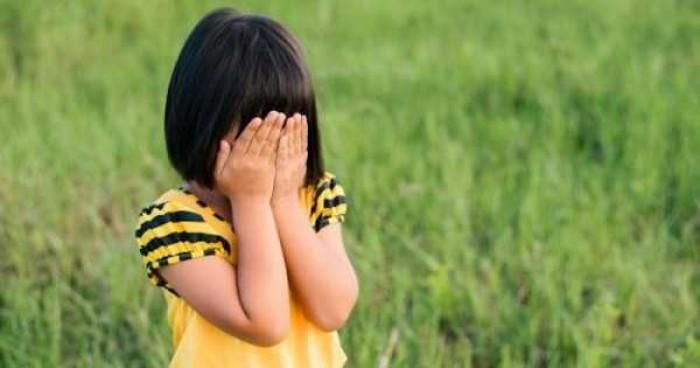 6 Cara Mendidik Anak Pemalu Jadi Percaya Diri