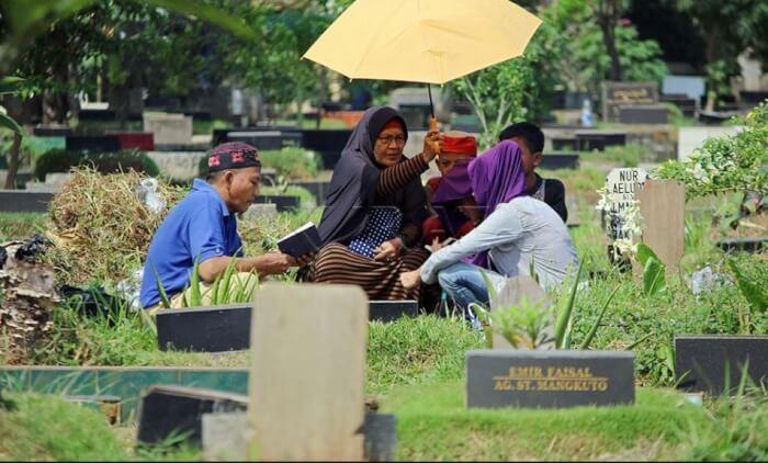 Tata Cara Ziarah Kubur ke Makam Wali dan Orangtua