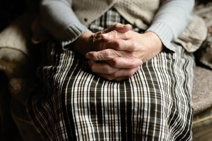 Doa Untuk Orang Tua yang Masih Hidup dan Sudah Meninggal