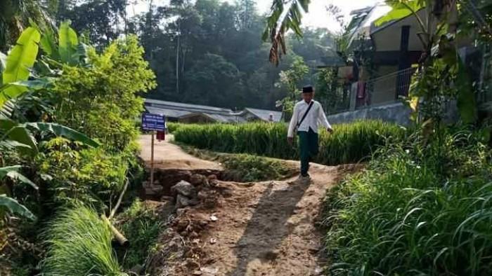Tak Terima Kalah Dalam Pilkades, Timses Nekat Bongkar Jalan Warga di Bogor
