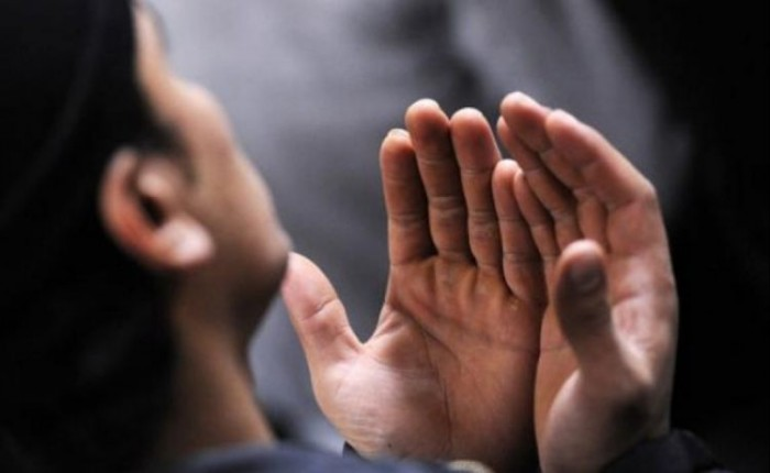 Doa Setelah Sholat Hajat Lengkap Latin dan Artinya