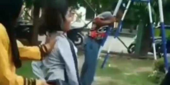 Jadi Cemoohan, Siswi SMA Pesta Miras di Taman Sampai Jungkir Balik