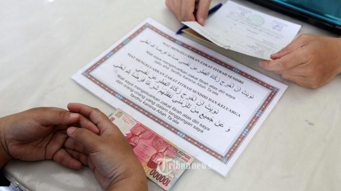 Niat Zakat Fitrah dan Doa Memberi Zakat