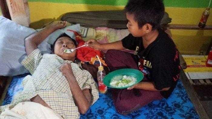 Viral Kisah Haru Bocah yang Rela Berjuang Demi Ibunya yang Stroke