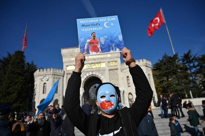 Mesut Oezil yang Dukung Uighur, Selain itu Masih ada 5 Pesepakbola Muslim Lho