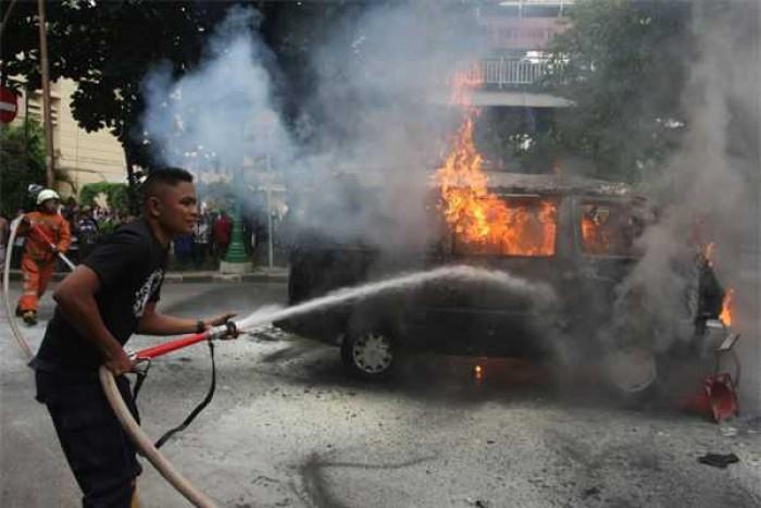 Jangan Sepelekan, Meninggalkan Botol Minuman Dalam Mobil Dapat Sebabkan Kebakaran