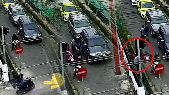 Video Viral Kabur Dari Polisi Dua Wanita Tabrak Pengendara Motor Hingga Masuk Parit