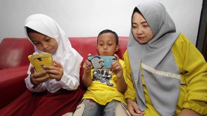 Parah, Begini Jika Anak Plus Mamanya Kecanduan Gadget