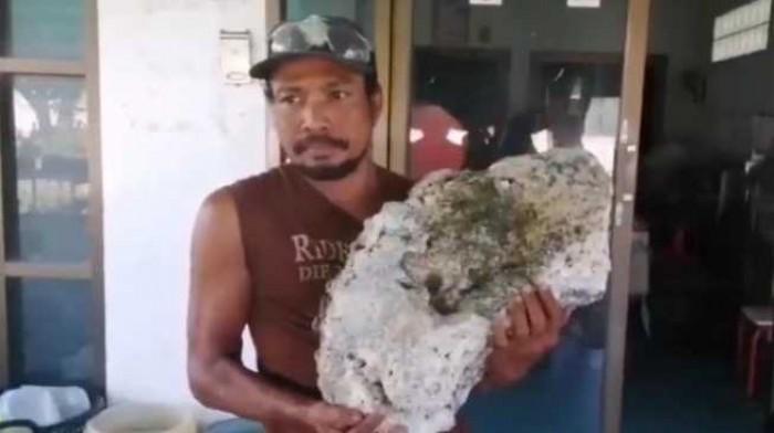 Kaya Mendadak, Pemulung Ini Temukan Batu Senilai Rp 9,1 Miliar di Pantai