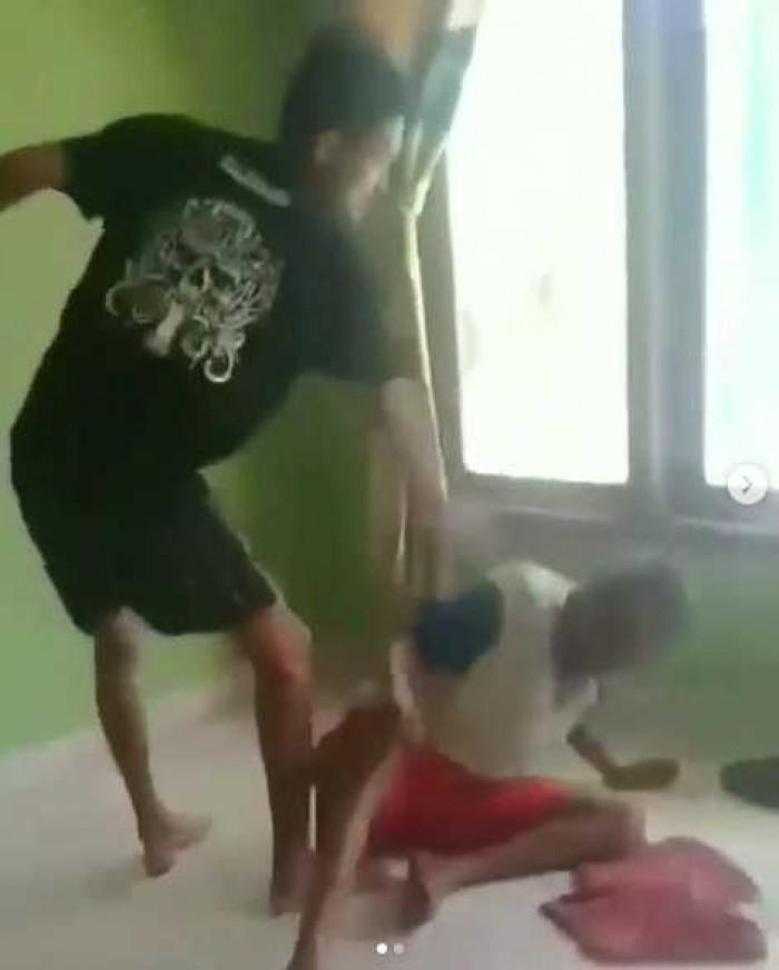 Viral Fakta Video Cucu Aniaya Kakek, Malah Minta...