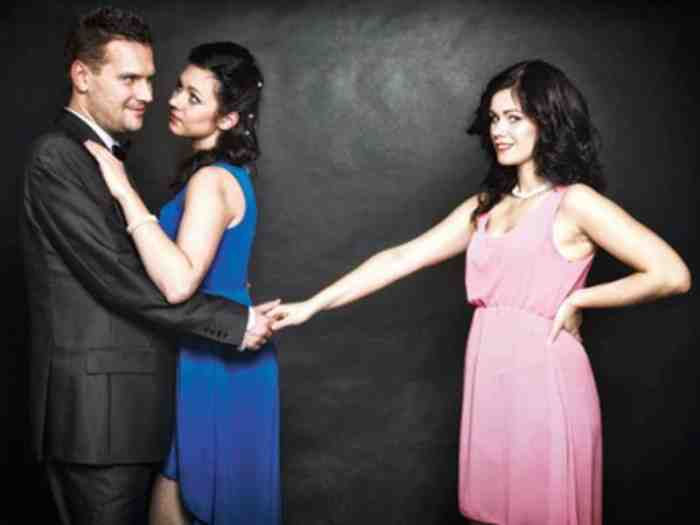 Suami Selingkuh, Cerai atau Bertahan?