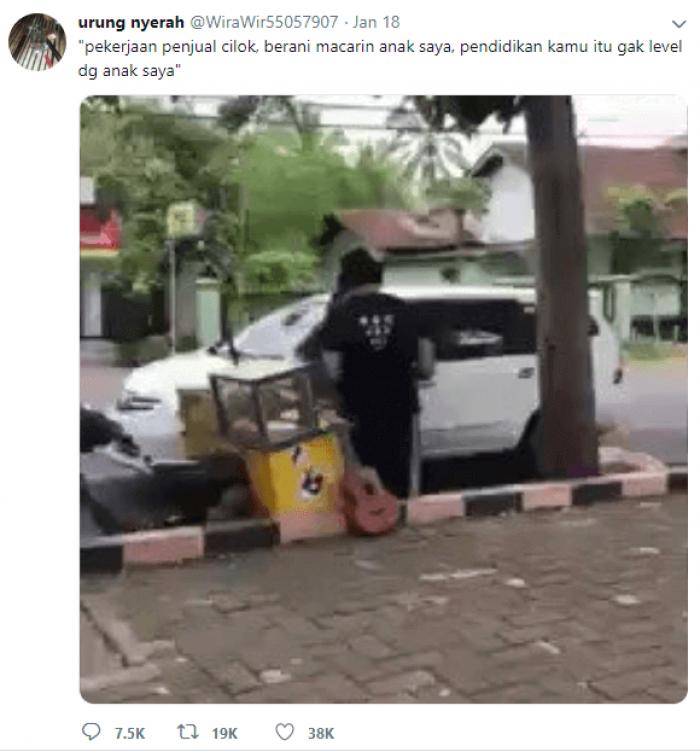 Viral, Video Seorang Ibu Mencaci Maki Penjual Cilok Kekasih Putrinya