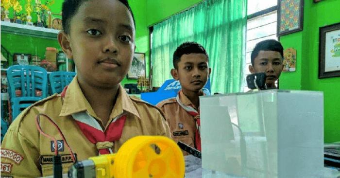 Jenius, 3 Siswa Ponorogo ini Ciptakan Pengaman Motor Dengan E-KTP