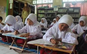 Download Soal Bahasa Indonesia Kelas 5 SD Semester 1 dan Semester 2