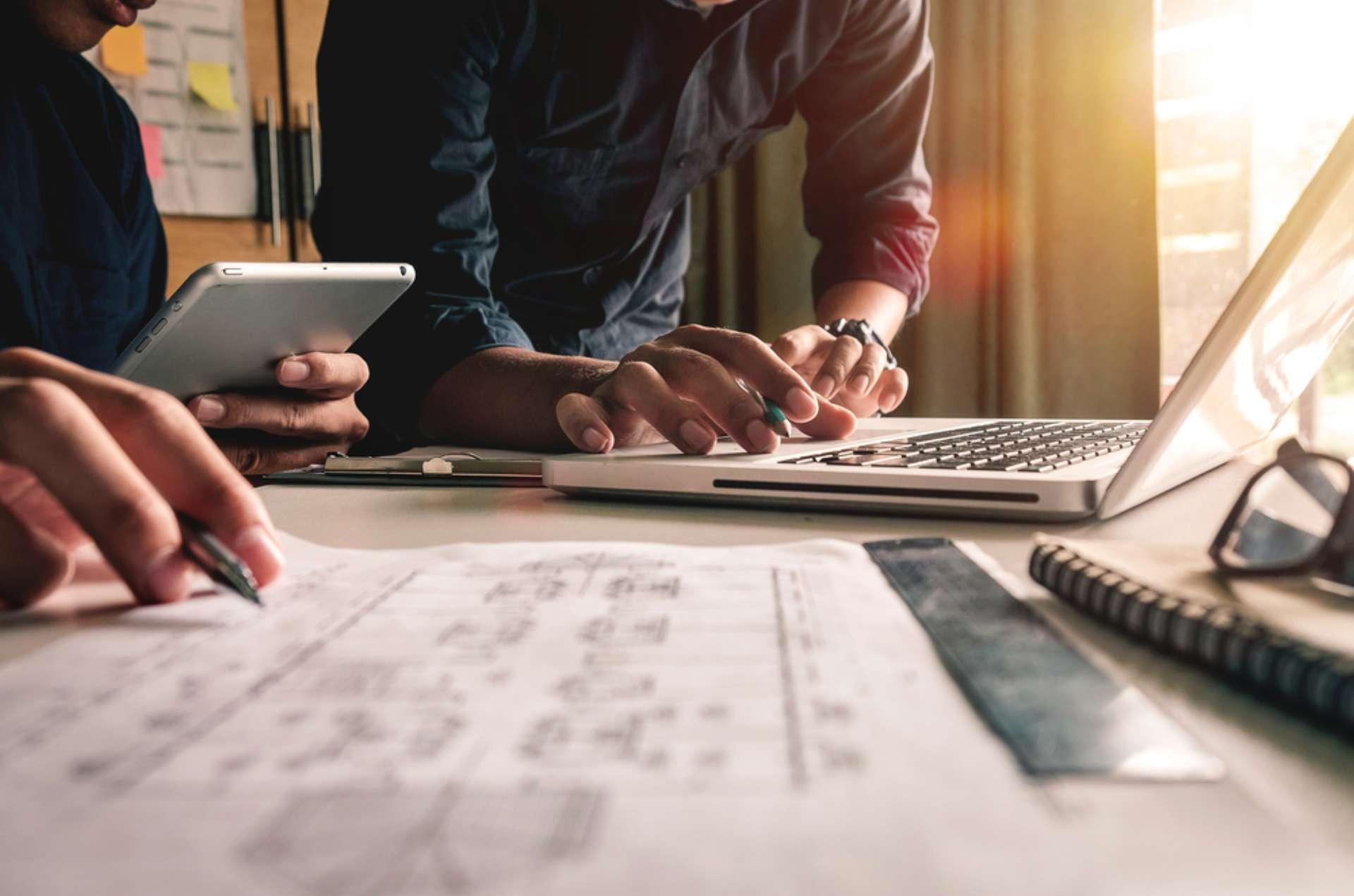 ROI de treinamentos corporativos: 5 dicas para mensurar o investimento com precisão
