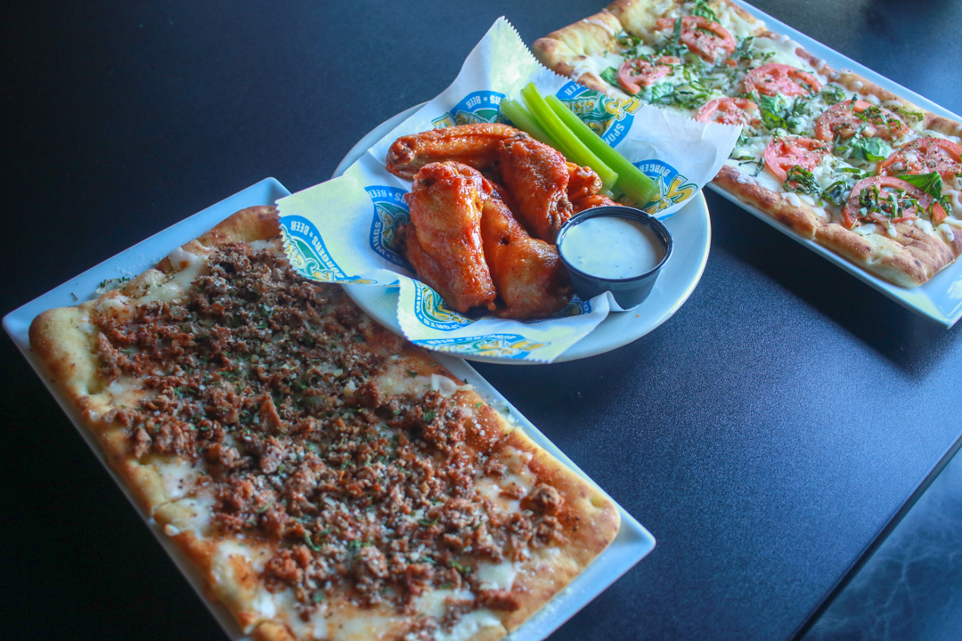 Garlic Steak Flatbread, Diablo Wings, and A Margherita Pizza (Fall 2018 LTO)