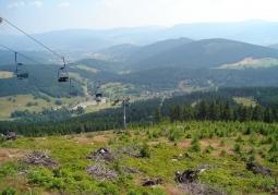 Widok Gór Bialskich oraz Masywu Śnieżnika z Czarnej Góry.
