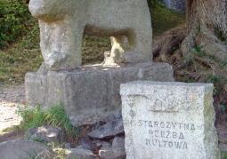 Jeden z kilku kultowych posągów