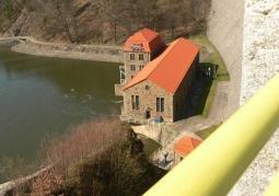 Widok na elektrownie wodną