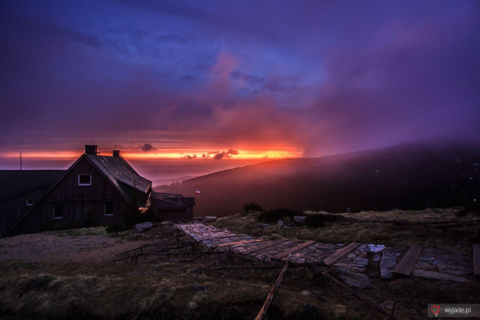 Piękny majówkowy wschód słońca w Karkonoszach