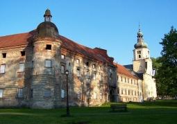Zdjęcie: Budynek klasztorny opactwa w Rudach przed renowacją