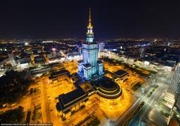 Oświetlony Pałac Kultury i Nauki nocą