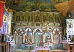 Zabytkowy ikonostas wewnątrz cerkwi