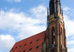 Frontowa wieża kościoła