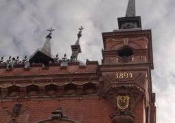 Turret with date of commissioning of the Court