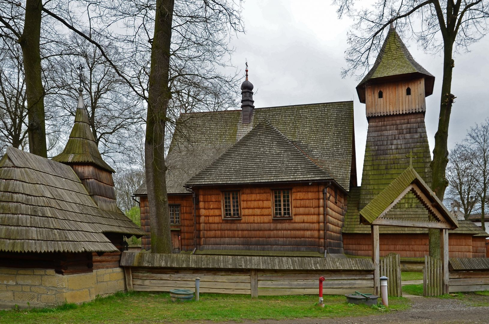 Zabytkowy kościół w Binadowej