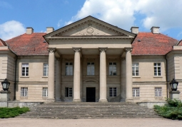 Frontowa fasada pałacu