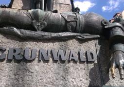 monumentalny pomnik