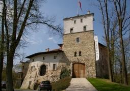 Baszta bramna zamku korzkiewskiego