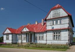 Drewniany dom katolicki