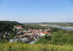Widok na Kazimierz Dolny z Góry Trzech Krzyży