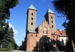 Romański kościół Zwiastowania NMP - Czerwińsk