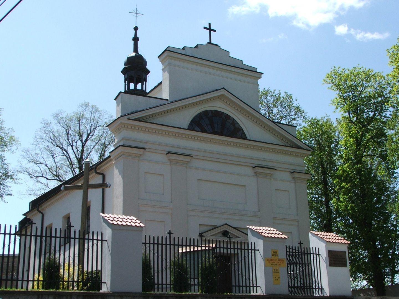 Klasycystyczny budynek kościoła św. Bartłomieja Apostoła